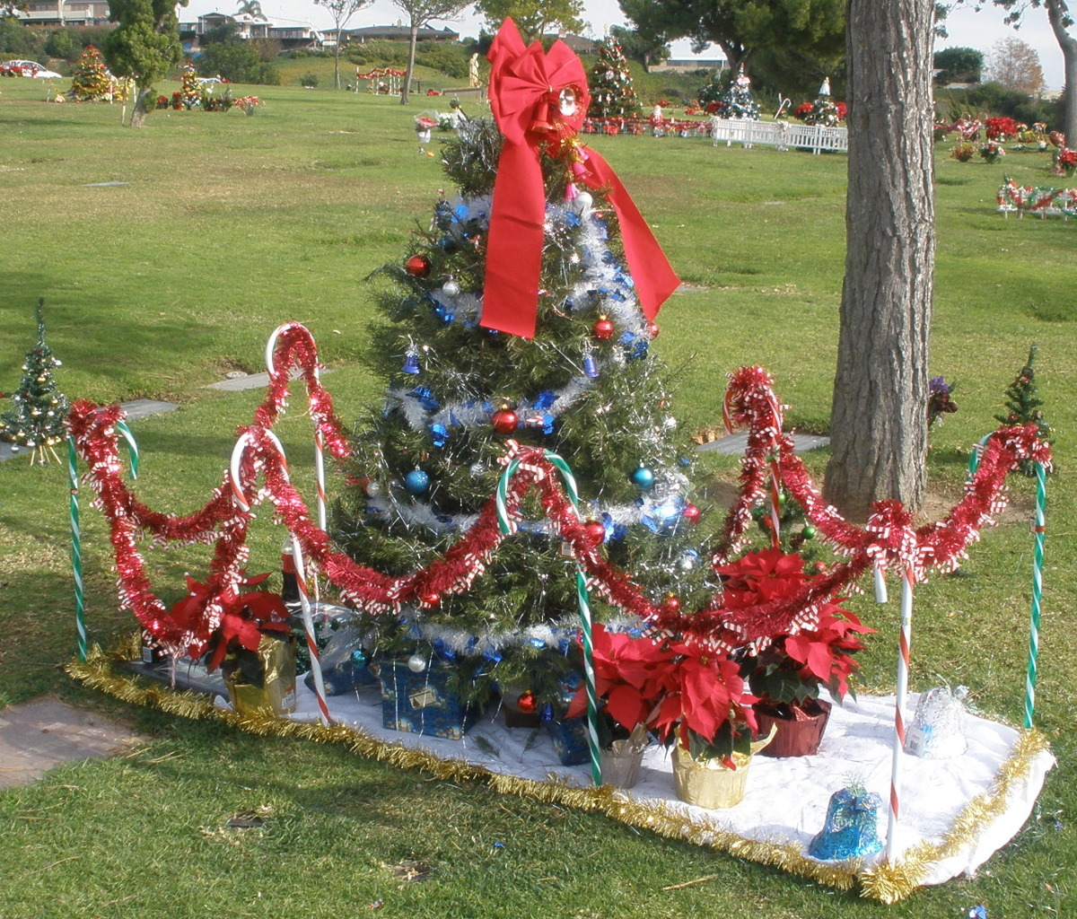 Amazing Cemetery Christmas Decorations Part - 2: Attractive Cemetery Christmas Decorations Part - 6: Hollywood Remains To Be  Seen